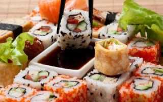 Сколько можно хранить роллы и суши в холодильнике после приготовления