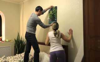 Как повесить картину на стену без гвоздей и лишних усилий