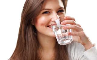 Можно ли пить воду перед сном: это важно знать