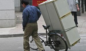 Можно ли перевозить холодильник лёжа на боку: практические советы