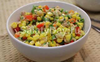 Салат с консервированным тунцом, кукурузой и овощами
