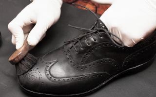 Как улучшить внешний вид темной обуви из экокожи