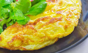 Как приготовить пышный омлет на сковороде и чтобы он не падал, пошаговый рецепт